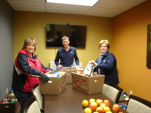 Citizens Bank Minnesota's Lafayette staff provided Christmas food boxes for local families in need.